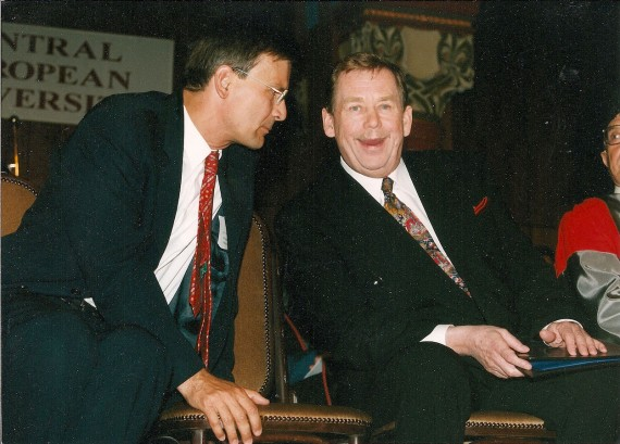 Demszky (left) and Vaclav Havel in Budapest, 1999.